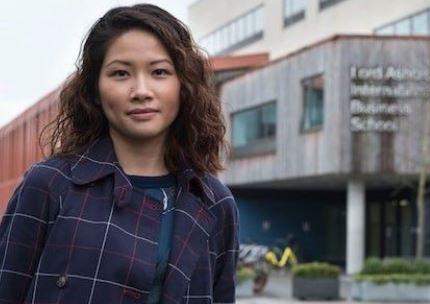 """中国留学生告英大学""""文凭太水"""",获赔六万镑!网友吵翻了"""
