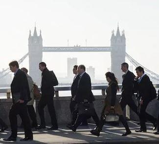 华裔在英国薪资最高!平均时薪达135元
