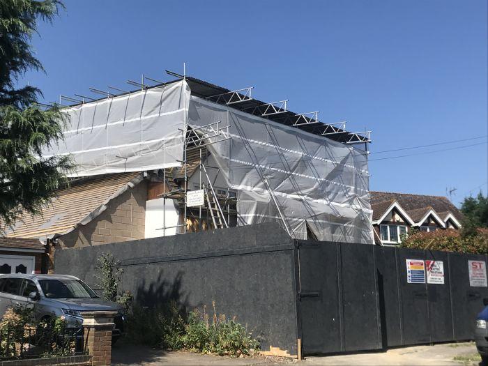 在英国,我把平房改成了两层别墅!和较真儿邻居斗争大半年