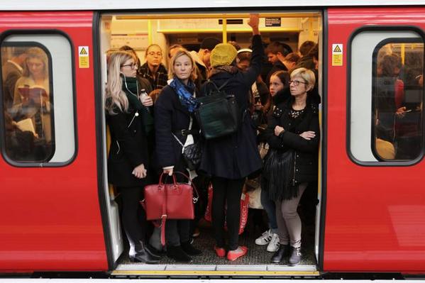 明年伦敦部分地铁线路将覆盖4G信号!通勤者礼仪被打破?