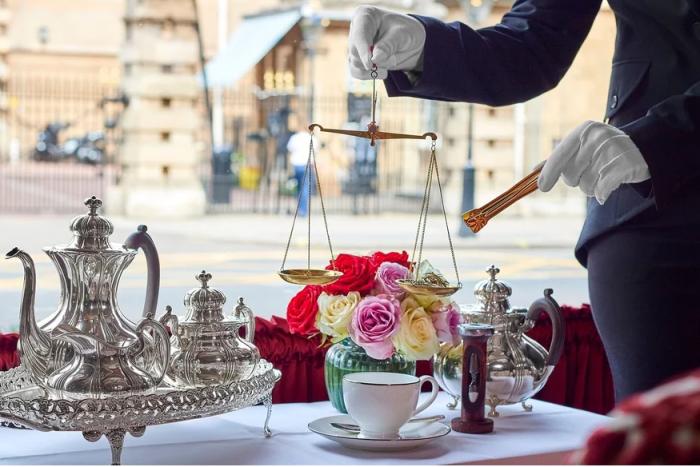 """英国""""最贵茶"""":一壶500镑,边喝边俯瞰皇家马厩"""