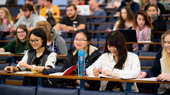"""中国留学生纷纷从美国转投英国?""""相比去美国,可省一辆车"""""""