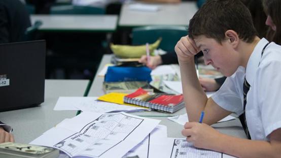 英国小学生被学业逼到抑郁!竞争都白热化了,你还相信快乐教育?