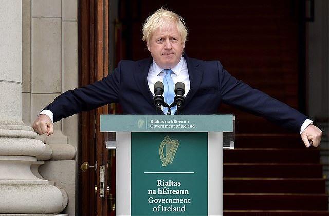 """英首相要再关议会,还逼走""""咆哮哥""""!玩起心眼来,他比谁都狠?"""