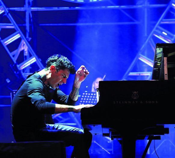 马克西姆:钢琴是年少的我逃离战争的方式