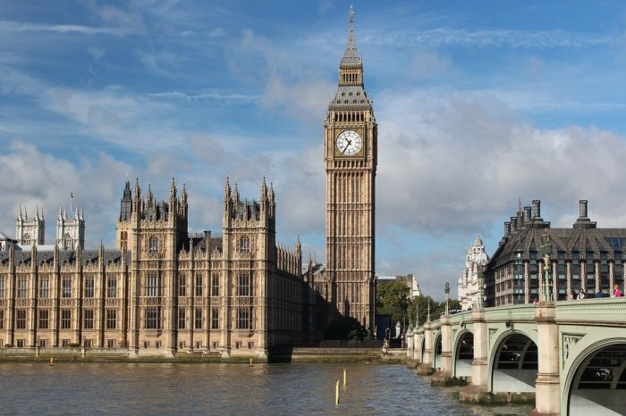 """英国议会""""被休会"""" 官司打到最高法"""