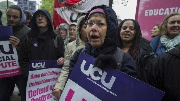 英大学将大规模罢工!中国学生怒批学费被浪费,老师吁支持