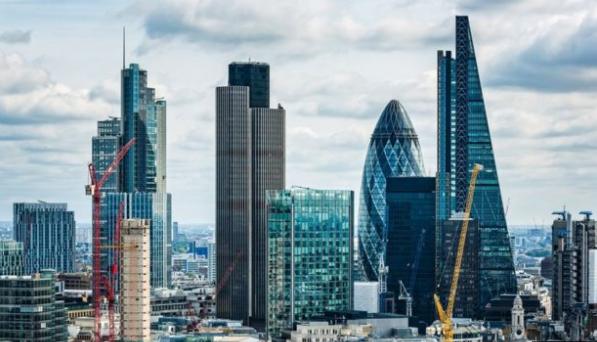 太离谱!英国富时100公司老板工资是员工117倍