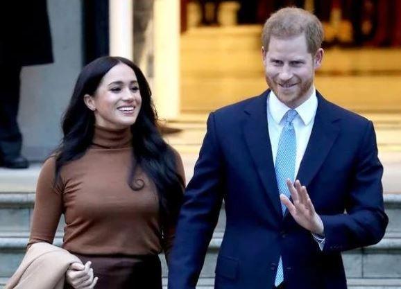 哈里梅根宣布退王室二线震惊全英!但多少人边骂边羡慕?