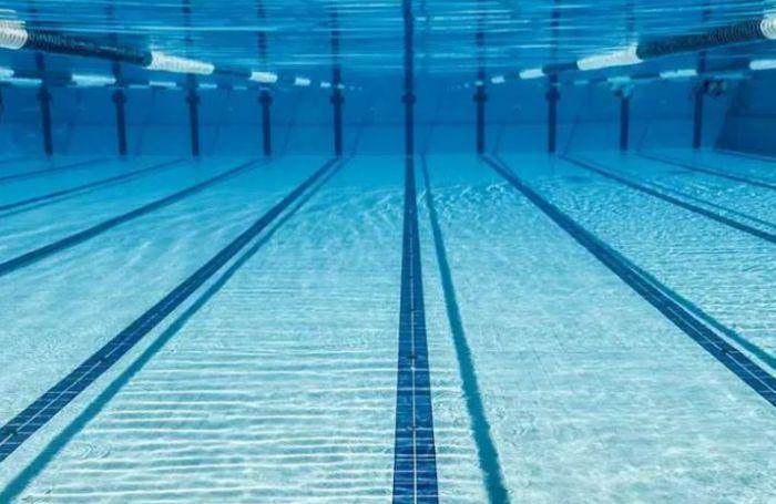 新冠问答:新型冠状病毒能在游泳池中传播吗?