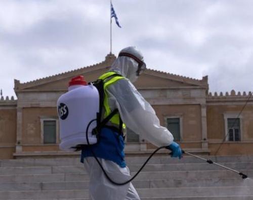 希腊难民营出现疫情 一邮轮因100多人感染被隔离