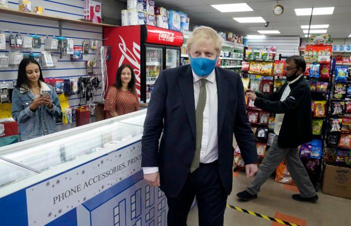 """英政府强制进店者戴口罩!欧洲""""房车游""""火爆,多国疫苗取得进展"""