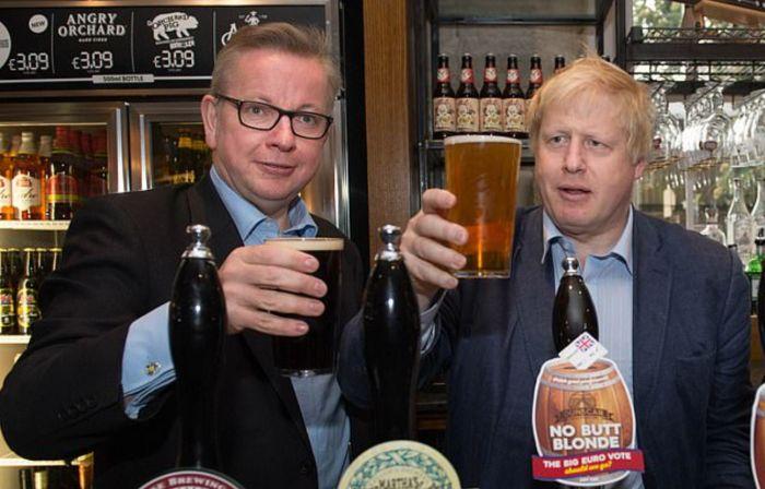 英国官宣:重罚违反防疫规定者!民众:为啥议会酒吧十点后照开?