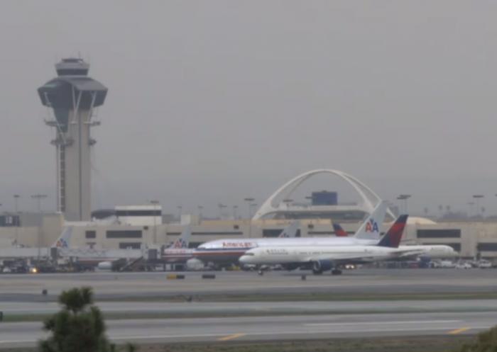 美媒:30多岁女子登机后去世 死因系新冠肺炎