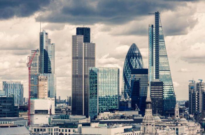 """英国""""脱欧""""短期效应显现!利大弊大?关键看金融谈判"""