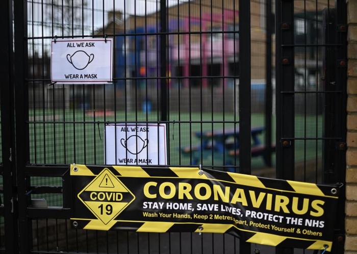 疫情下的世界|英国十分之一民众已有新冠抗体!中小学或关至复活节后