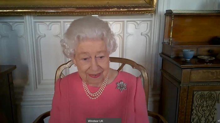 """英国公布50岁以下接种顺序!女王现身说法:打疫苗""""一点也不疼"""""""