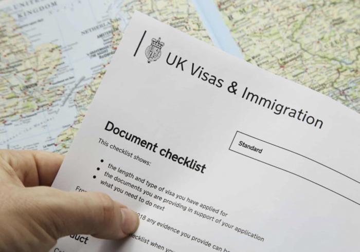想为员工办理工作签证,申请雇主担保牌照有哪些条件?
