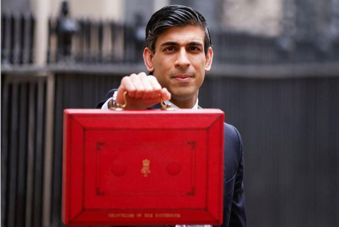 英国新预算案对华人及留学生影响大!继续帮雇主发薪,延长房产印花税假期,推无担保精英签证……