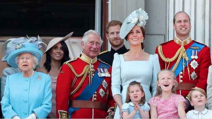 英女王回应哈里梅根专访,段位高!字少,隐藏信息量大?