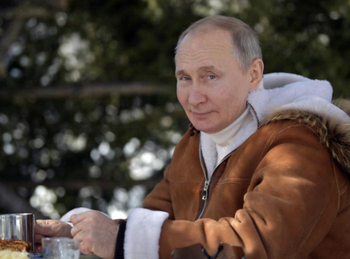 普京签署法案,可再竞选两任俄罗斯总统