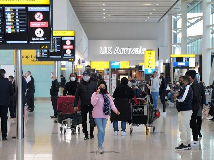疫情下的世界 英国机场排长队,入境需7小时!网上招聘恢复至疫情前水平