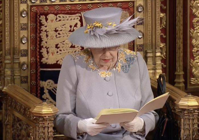 今天英国议会开幕,女王讲话透露重要信息!这些与你密切相关