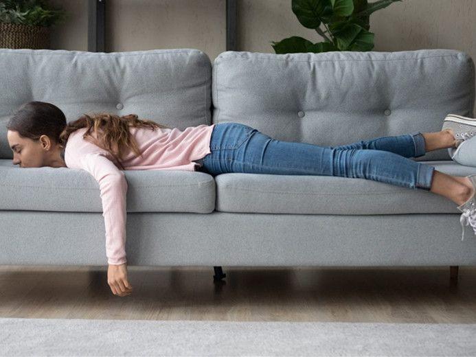 """这年头,为何中外年轻人都在谈""""躺平""""?低欲望的背后是……"""
