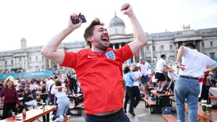 英格兰大战丹麦!从王室到民众都膨胀了?啤酒卖空,嚷着要申办世界杯