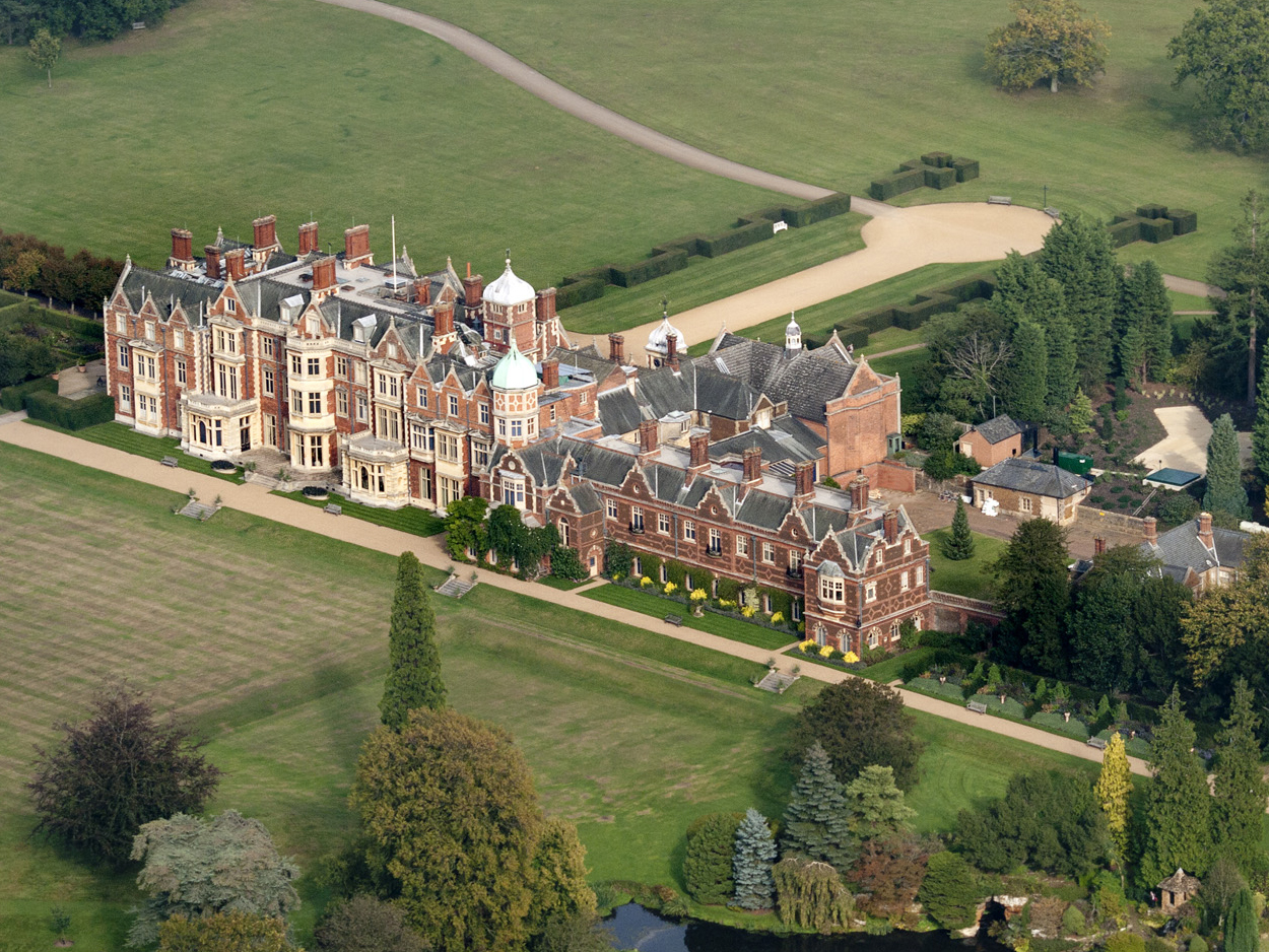 Sandringham_House_from_the_air_(cropped).jpg